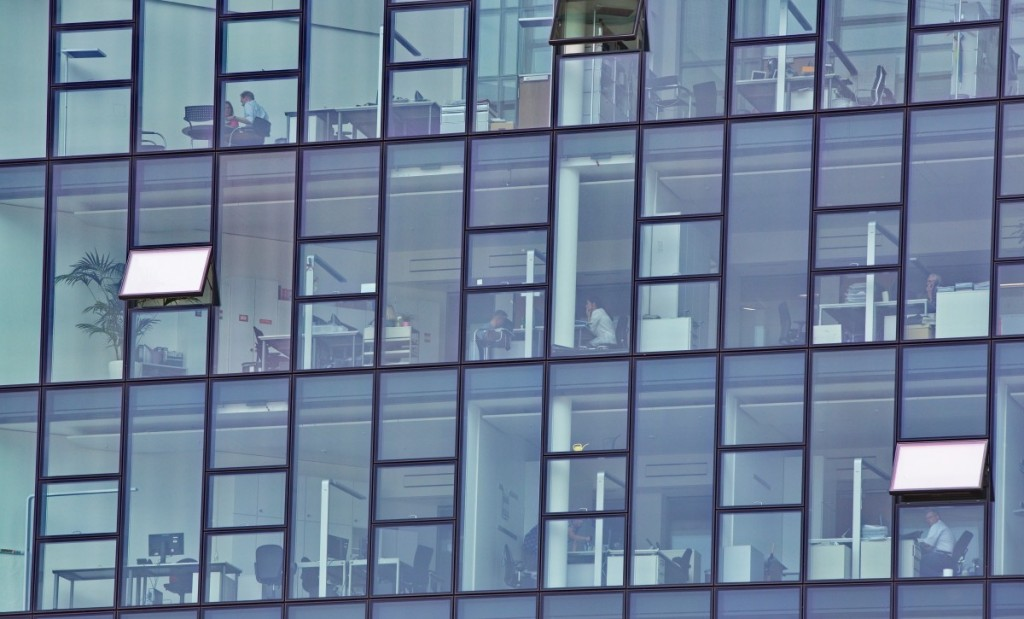 hamburg_office_harbour_city_people_behind_glass-1018091.jpg!d